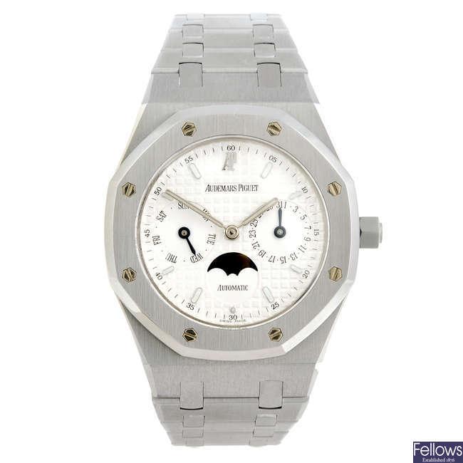 AUDEMARS PIGUET - a gentleman's stainless steel Royal Oak bracelet watch.