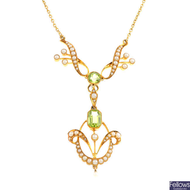 An early 20th century peridot and split pearl necklace.
