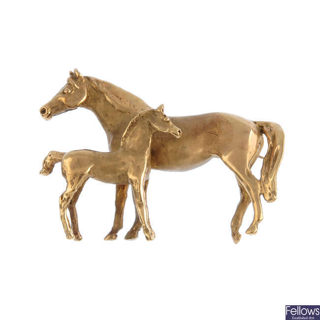 A 9ct gold horse brooch.