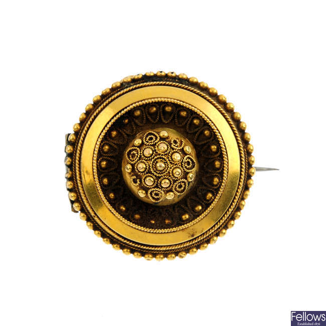 A late Victorian gold brooch.