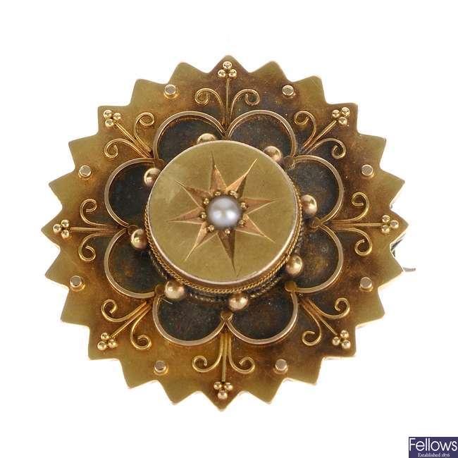 A late Victorian gold split pearl memorial brooch.