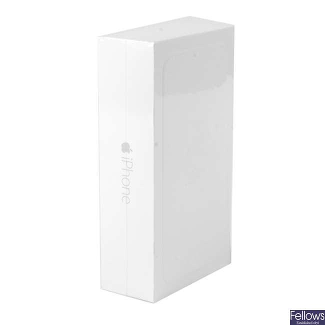 APPLE - an iPhone 6 Plus, 16GB.