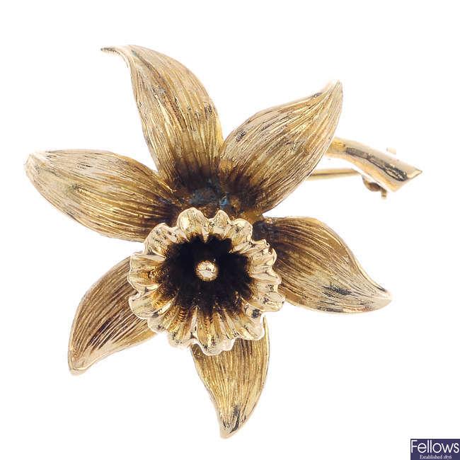 A daffodil brooch.