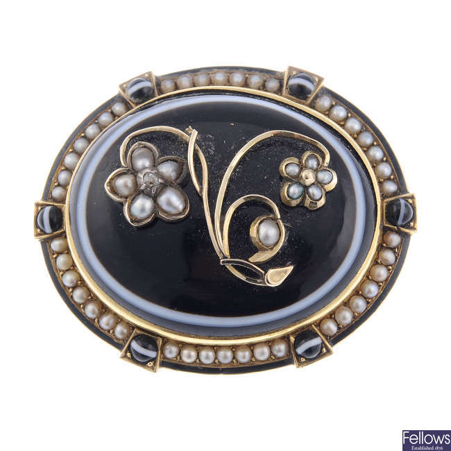 A late Victorian gold banded agate and split pearl memorial brooch.