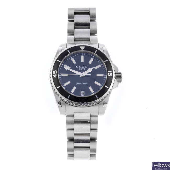 GUCCI - a lady's stainless steel Dive bracelet watch.