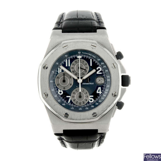 AUDEMARS PIGUET - a gentleman's stainless steel Royal Oak Offshore chronograph wrist watch.