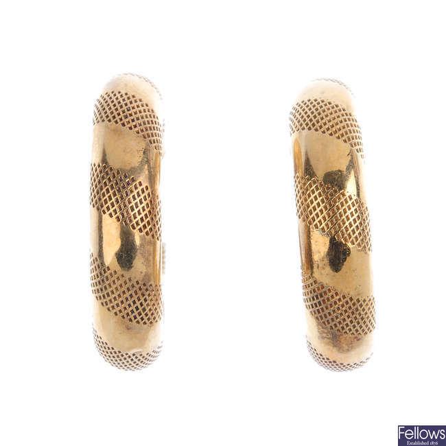Two pairs of 9ct gold hoop earrings.
