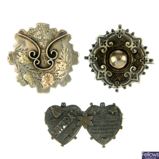 A selection of late 19th to early 20th century silver jewellery.