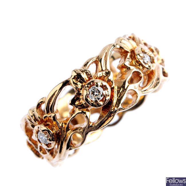A 14ct gold diamond floral band ring.