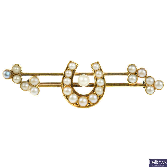 A split pearl horseshoe brooch.