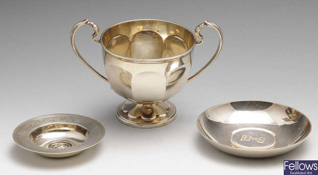 An early 20th century silver twin-handled cup & a selection of small modern silver items. (7).