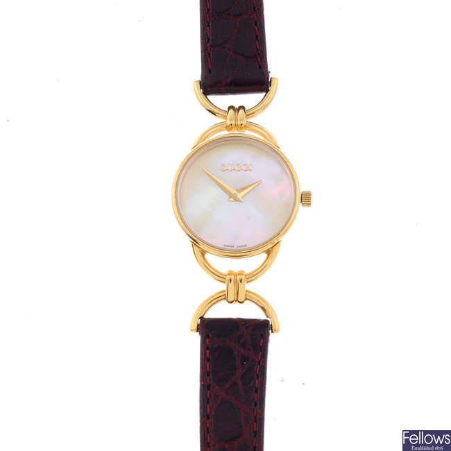 GUCCI - a lady's gold plated 6000.2.L wrist watch.