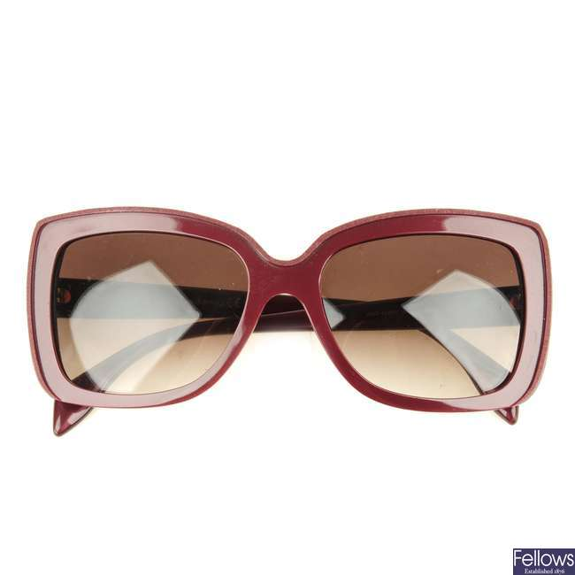 ALEXANDER MCQUEEN - a pair of sunglasses.