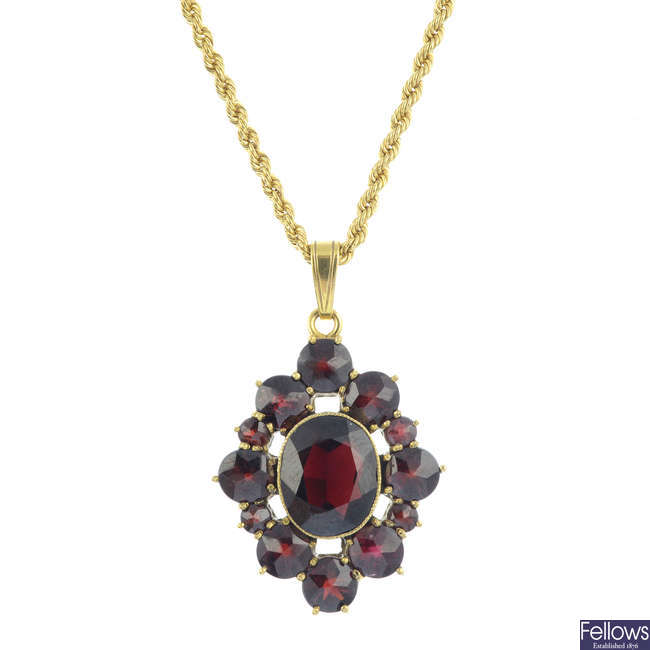 A garnet pendant, with chain.