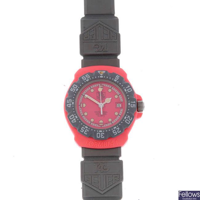 TAG HEUER - a lady's plastic Formula 1 wrist watch.