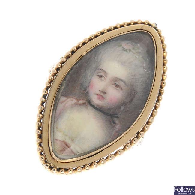 A late Georgian gold portrait ring.
