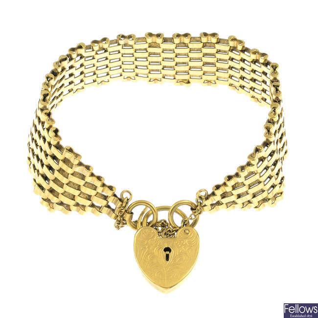 A 1970s 9ct gold bracelet.