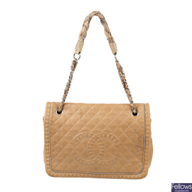 CHANEL - a beige chain detail handbag.