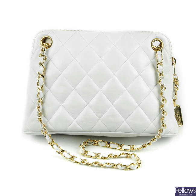 CHANEL - a white quilted leather vintage zip handbag.