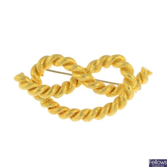 A knot brooch.