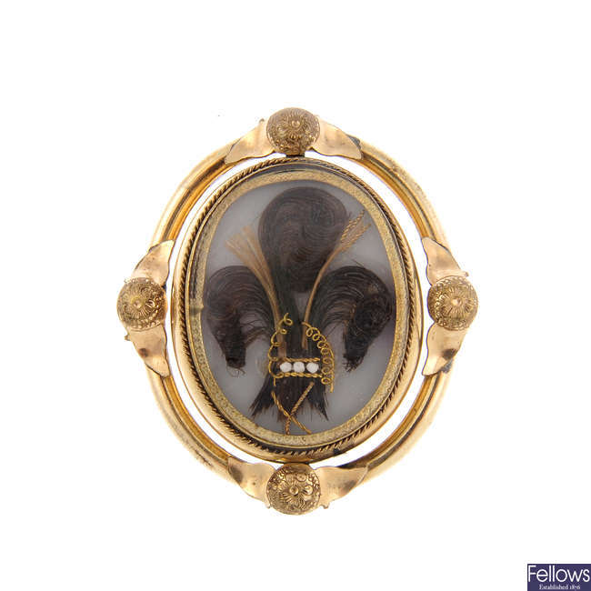 A late Victorian mourning swivel brooch.