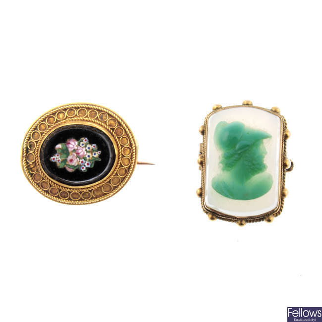 Two late 19th century brooches.