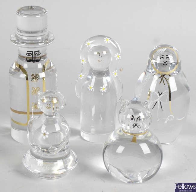 Twelve assorted Kosta clear glass paperweights.