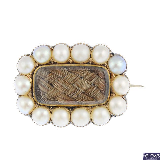 A Georgian gold split pearl mourning brooch.