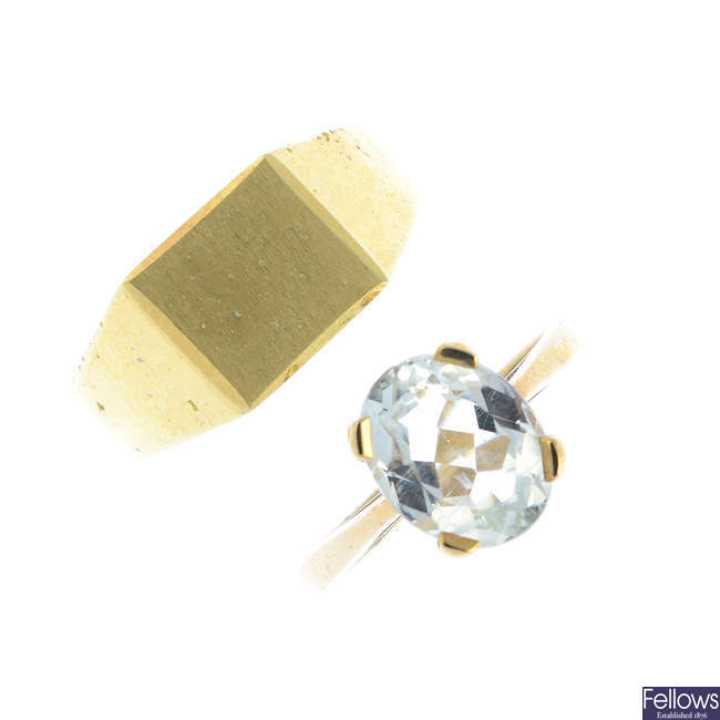 Two 9ct gold rings.