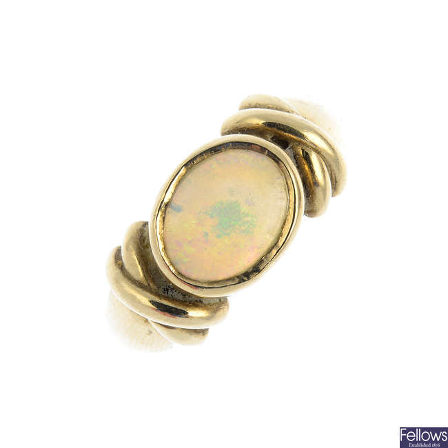 A 9ct gold opal ring.