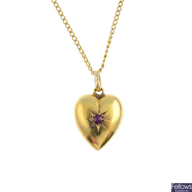An Edwardian 15ct gold ruby heart pendant, with chain.