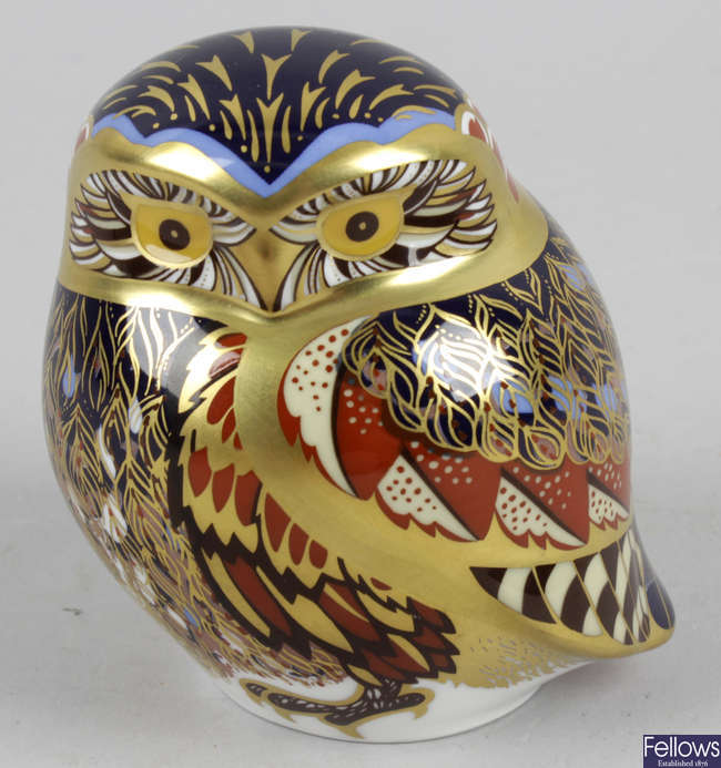 A Royal Crown Derby porcelain paperweight, modelled as an owl.