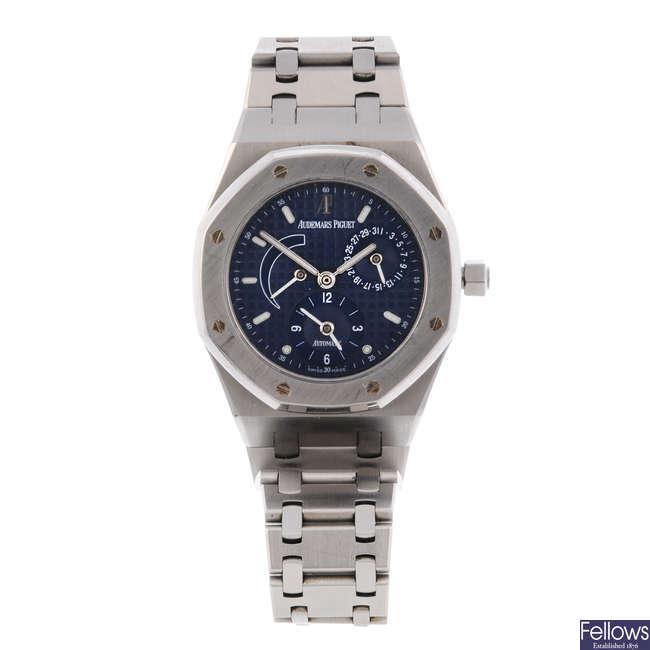 AUDEMARS PIGUET - a mid-size stainless steel Royal Oak bracelet watch.