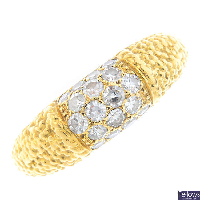 VAN CLEEF & ARPELS - an 18ct gold diamond ring.