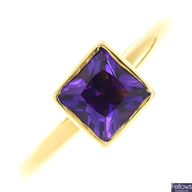 An 18ct gold amethyst ring.
