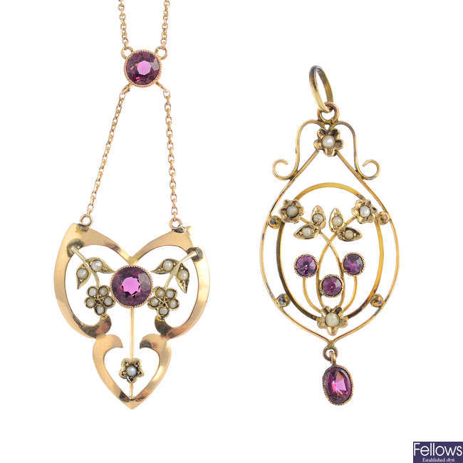 Two early 20th century 9ct gold garnet and split pearl pendants.