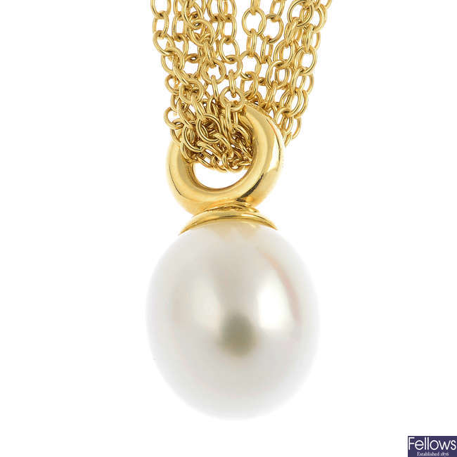TIFFANY & CO. - a cultured pearl necklace.