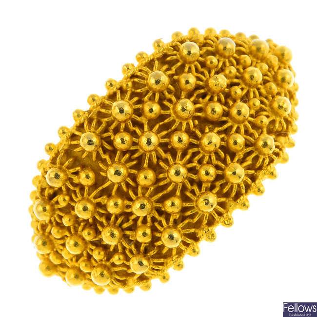 An 18ct gold dress ring.