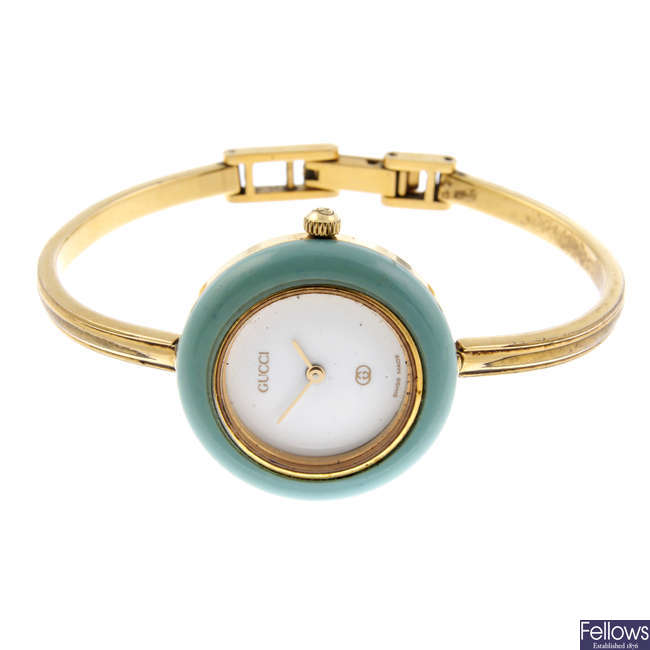 GUCCI - a lady's gold plated 1100L bangle watch with a lady's Gucci wrist watch.