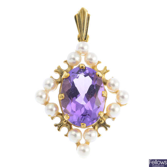 A 9ct gold amethyst and pearl cluster pendant.