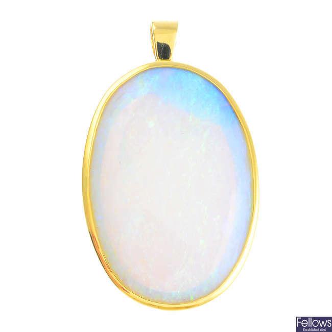 An 18ct gold opal pendant.