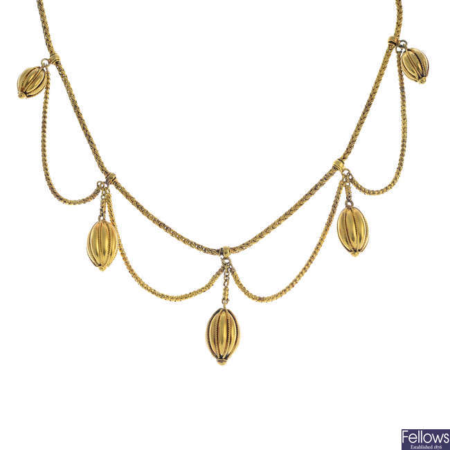A late Victorian gold necklace.