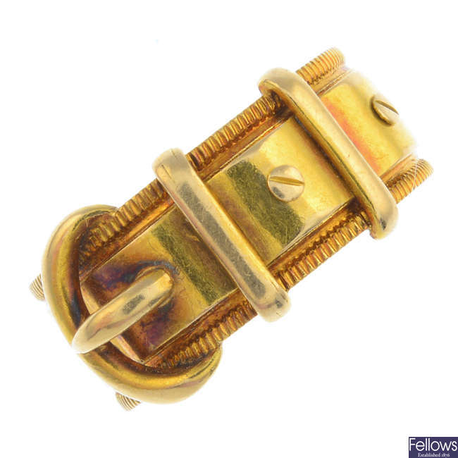 A late Victorian 18ct gold buckle ring.