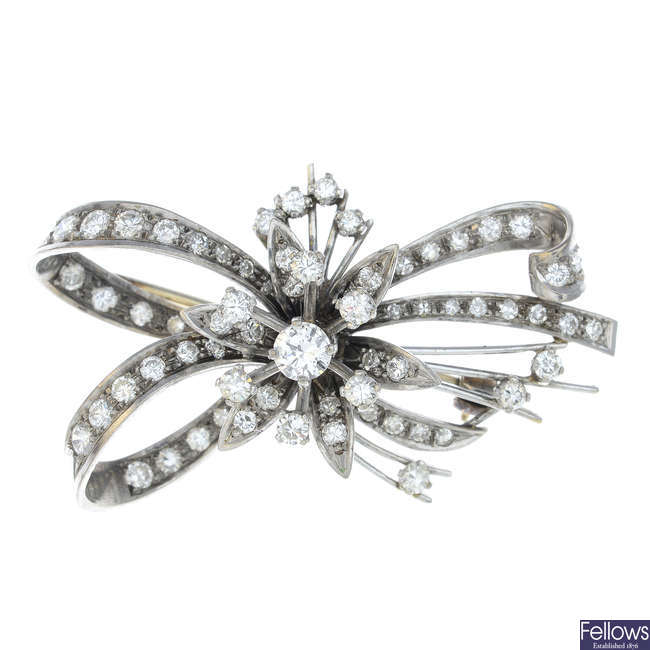 An early 20th century diamond floral brooch.