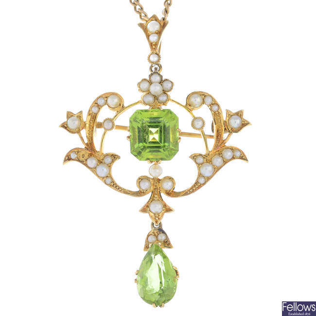 An early 20th century 15ct gold peridot and split pearl pendant, with chain.