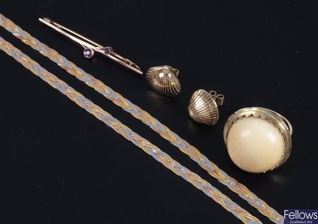 An operculum single stone dress ring 2.5cm in