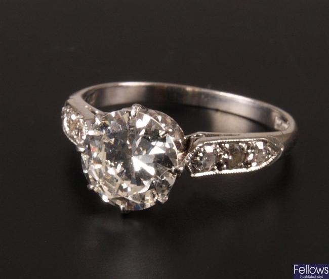 Platinum single stone round brilliant diamond set