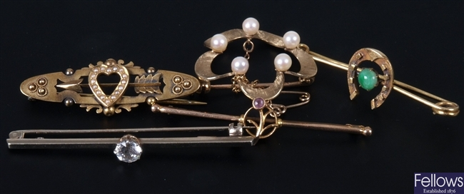 Five assorted gold brooches to include a 15ct