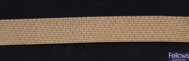 9ct gold brick effect wide bracelet with box