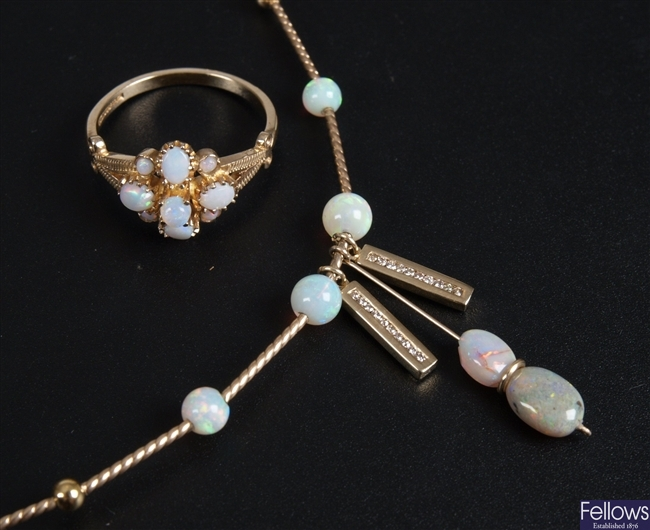 Two items of jewellery, to include a 9ct gold